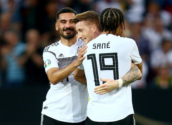 Vòng loại Euro 2020: Đại gia trút giận, cục diện ngỡ ngàng - Ảnh 7.