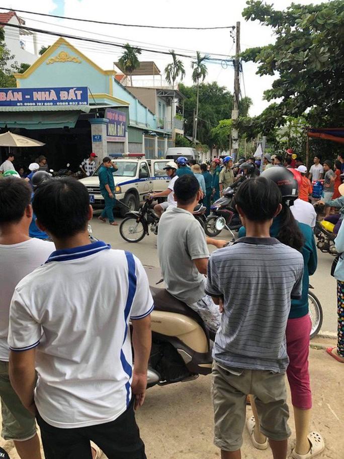 TP HCM: Công an vây bắt hàng chục người nước ngoài hoạt động lừa đảo - Ảnh 4.