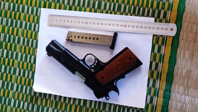 Rúng động vụ bắn hàng loạt viên đạn cướp tài sản - Ảnh 2.