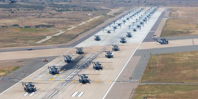 """Trực thăng quân sự Mỹ phô diễn sức mạnh trong tập trận """"Voi đi bộ"""" - Ảnh 4."""
