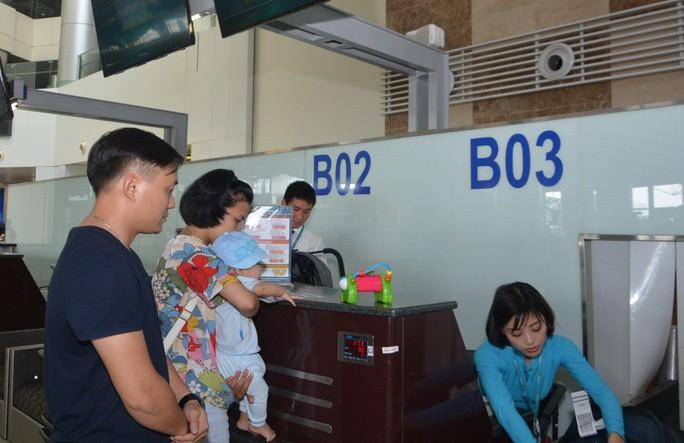 Quầy làm thủ tục hàng không riêng cho gia đình có người cao tuổi, trẻ nhỏ - Ảnh 1.