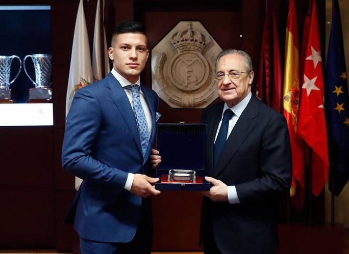 4.500 CĐV Real Madird phát sốt với lễ ra mắt Luka Jovic - Ảnh 2.