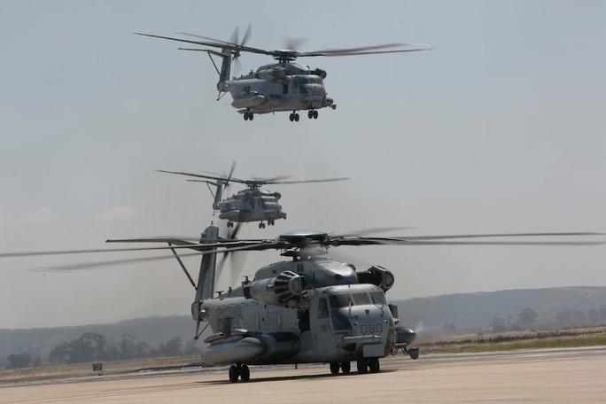 """Trực thăng quân sự Mỹ phô diễn sức mạnh trong tập trận """"Voi đi bộ"""" - Ảnh 1."""