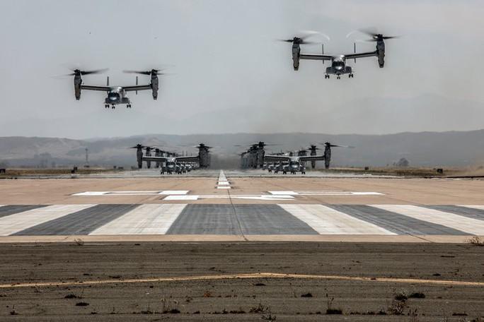 """Trực thăng quân sự Mỹ phô diễn sức mạnh trong tập trận """"Voi đi bộ"""" - Ảnh 3."""