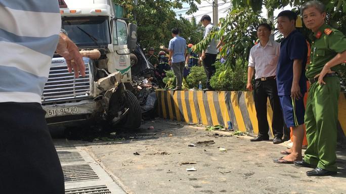 Tai nạn container kinh hoàng trên Quốc lộ 22, 5 người tử vong - Ảnh 1.