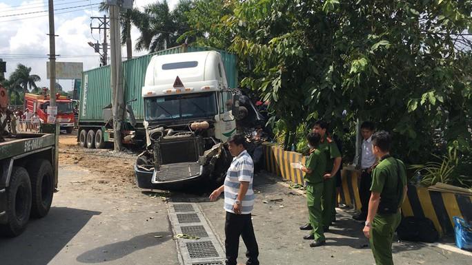 Tai nạn container kinh hoàng trên Quốc lộ 22, 5 người tử vong - Ảnh 2.