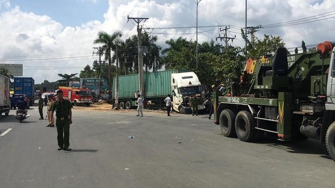 Tai nạn container kinh hoàng trên Quốc lộ 22, 5 người tử vong - Ảnh 5.