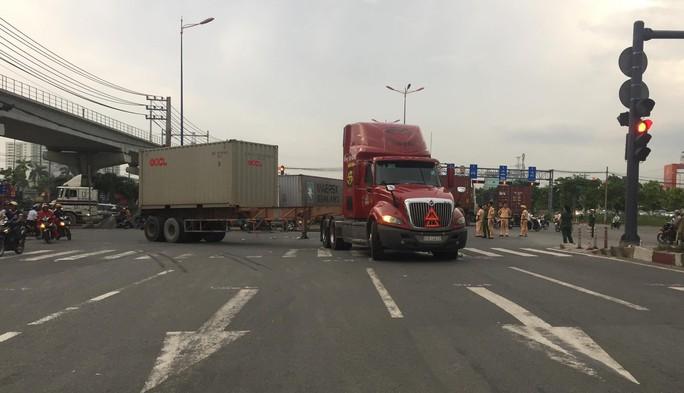 Ám ảnh 2 ngày, 2 vụ tai nạn chết người trên xa lộ Hà Nội - Ảnh 4.