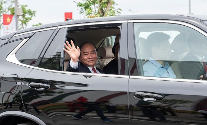 Thủ tướng đi thử ôtô VinFast - Ảnh 2.
