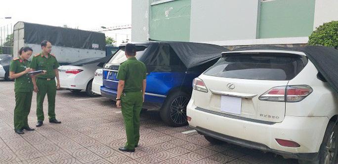Phá đường dây buôn lậu khủng từ Lào về, thu giữ 26 ôtô trị giá 40 tỉ đồng - Ảnh 5.