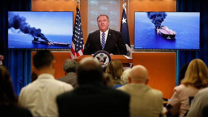 Mỹ cáo buộc Iran tấn công tàu chở dầu ở Vịnh Oman - Ảnh 1.