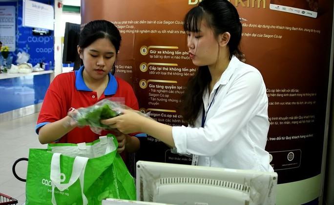 Gần 700 học sinh TP HCM trải nghiệm một ngày làm nhân viên siêu thị - Ảnh 4.