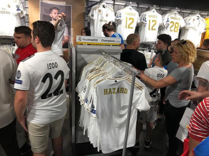 Bom tấn Hazard chào sân, 50.000 CĐV Real Madrid lên cơn sốt  - Ảnh 7.