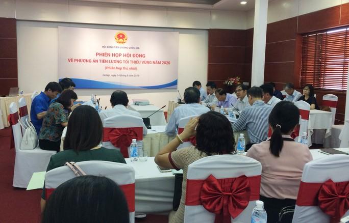 Tổng LĐLĐ Việt Nam đề xuất  phương án tăng lương tối thiểu vùng từ 7-8% - Ảnh 1.