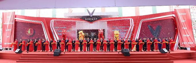 Thủ tướng dự lễ khánh thành nhà máy ôtô VinFast - Ảnh 1.