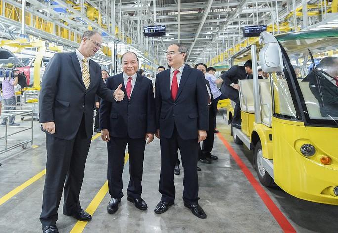Thủ tướng dự lễ khánh thành nhà máy ôtô VinFast - Ảnh 2.