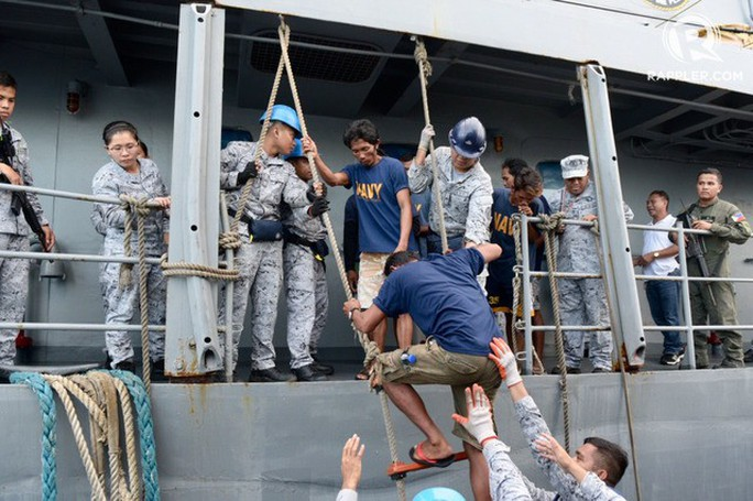 Trung Quốc nói lý do bỏ rơi ngư dân Philippines giữa biển - Ảnh 1.