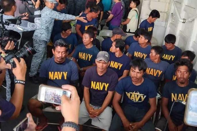Tàu Trung Quốc đâm tàu Philippines vì được hải quân hậu thuẫn? - Ảnh 1.