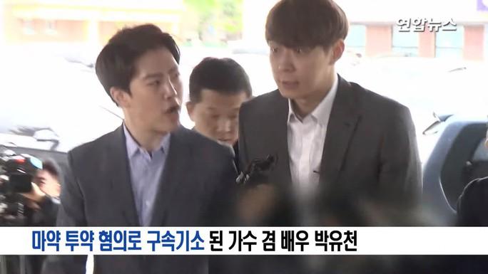 """""""Hoàng tử gác mái"""" Park Yoo Chun khóc nức nở tại tòa - Ảnh 1."""