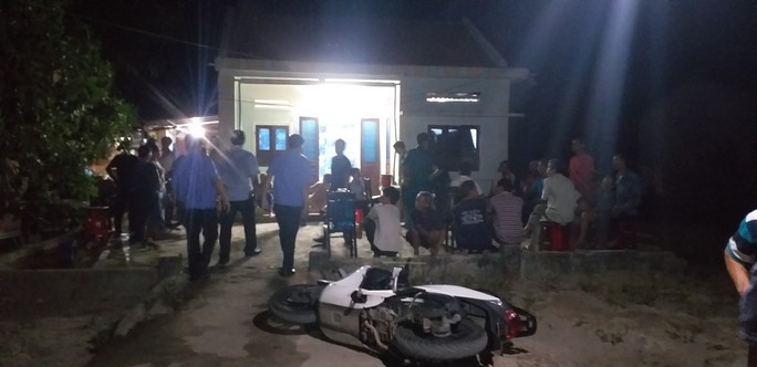 Vụ nhóm thanh niên đến nhà truy sát 3 cha con: Kẻ đâm chết người bị bắt lúc 2 giờ sáng - Ảnh 2.
