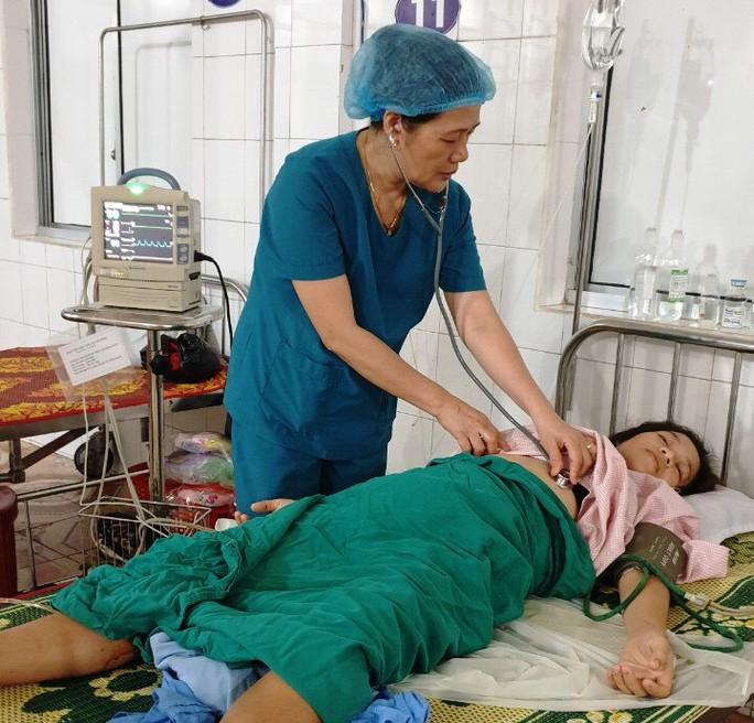 Cứu sống mẹ con sản phụ bị vỡ tử cung, thai nhi ngưng thở - Ảnh 1.