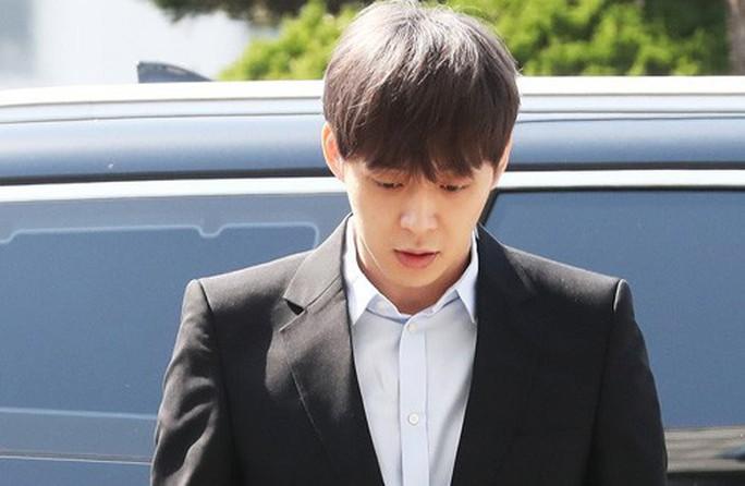 """""""Hoàng tử gác mái"""" Park Yoo Chun khóc nức nở tại tòa - Ảnh 2."""