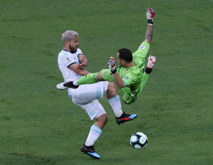 Argentina thua sốc: Đừng trách Messi - Ảnh 1.
