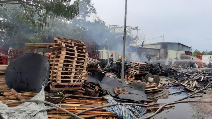 Cháy lớn suốt 3 giờ tại xưởng pallet nghi do bị đốt - Ảnh 5.