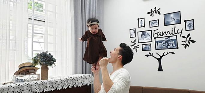 Bị chỉ trích, Quốc Nghiệp vẫn thích trò mạo hiểm với con nhỏ - Ảnh 2.