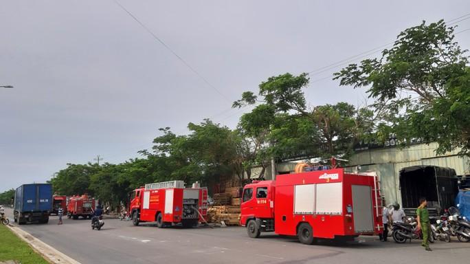 Cháy lớn suốt 3 giờ tại xưởng pallet nghi do bị đốt - Ảnh 2.