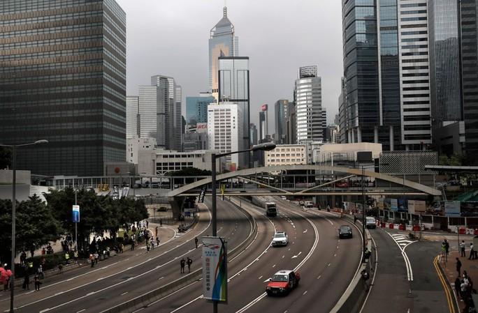 Vừa ra tù, thủ lĩnh sinh viên Hồng Kông tuyên bố biểu tình tiếp - Ảnh 2.