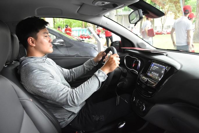 Hàng trăm ô tô thương hiệu Việt VinFast Fadil đến tay khách hàng - Ảnh 10.