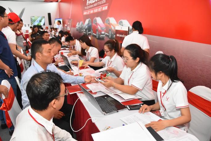 Hàng trăm ô tô thương hiệu Việt VinFast Fadil đến tay khách hàng - Ảnh 6.