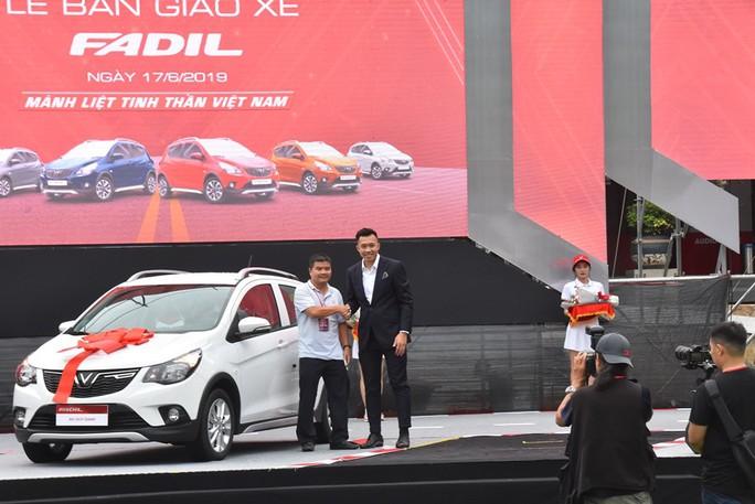 Hàng trăm ô tô thương hiệu Việt VinFast Fadil đến tay khách hàng - Ảnh 7.