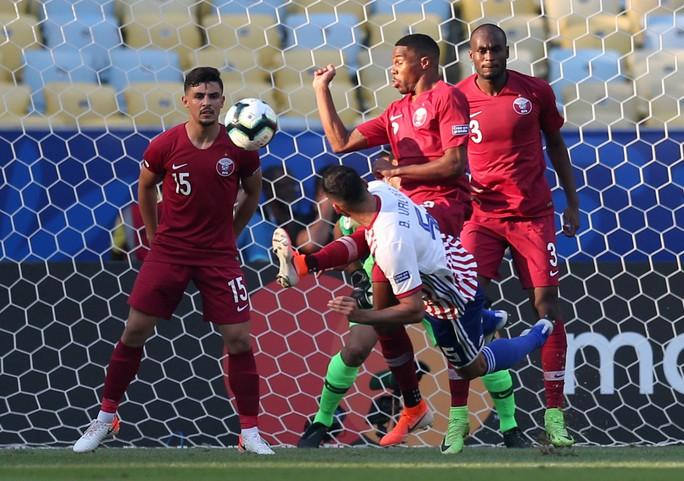 Ngược dòng cầm hòa Paraguay, Qatar gây sốc Copa America - Ảnh 1.
