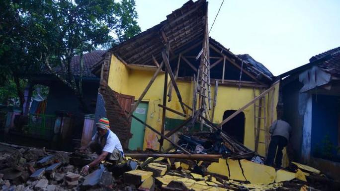 Động đất kép ở Trung Quốc, 133 người thương vong - Ảnh 1.