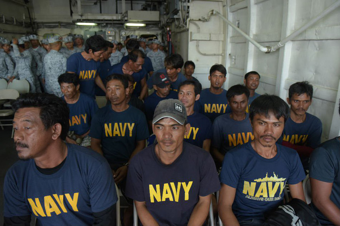 Philippines sẽ điều cảnh sát biển bảo vệ ngư dân - Ảnh 1.