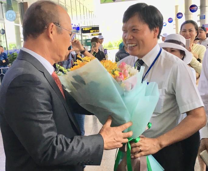 HLV Park Hang-seo gây sốt ở Đà Nẵng và Quảng Ngãi - Ảnh 1.