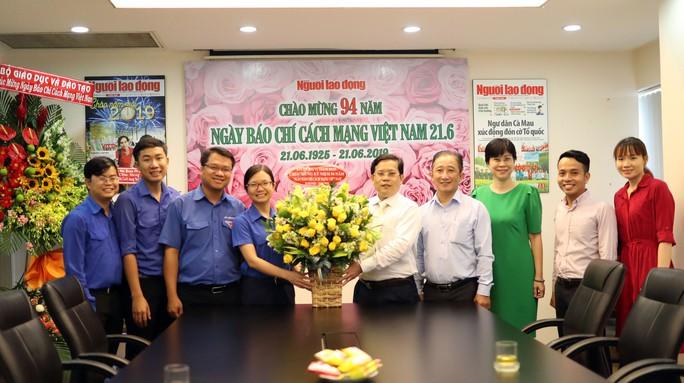 Lãnh đạo Bộ Giáo dục và Đào tạo thăm Báo Người Lao Động - Ảnh 3.