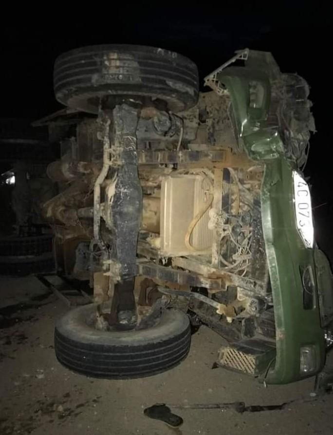 Xuống dốc Tà Puồng, xe tải mất phanh đè chết tài xế - Ảnh 1.