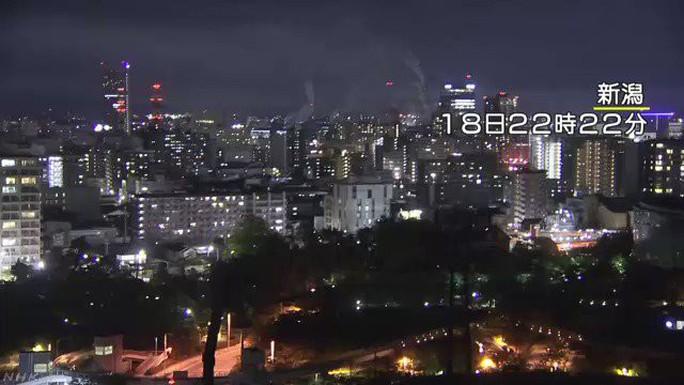 Nhật Bản: Khoảng 10.000 hộ mất điện, giao thông tê liệt sau trận động đất kinh hoàng - Ảnh 1.