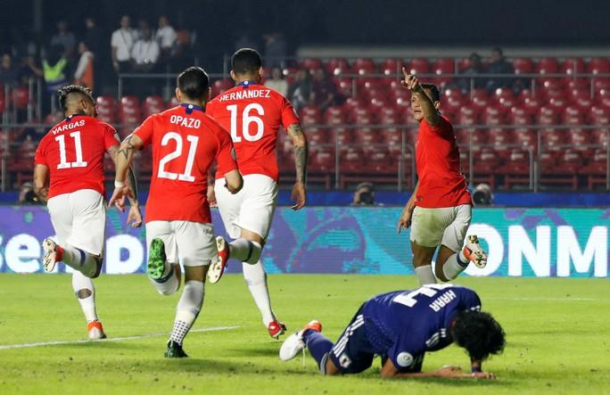 Vargas lập siêu phẩm bàn thắng, Chile đè bẹp Nhật Bản - Ảnh 7.