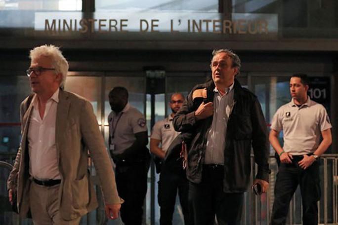Platini, Blatter và nghi vấn phiếu bầu World Cup 2022: Michel Platini, nghi phạm hay nhân chứng? - Ảnh 1.