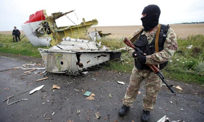 Ba người Nga ra tòa trong vụ bắn rơi MH17 - Ảnh 1.