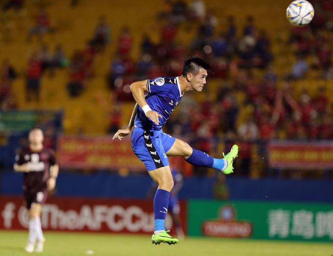 Bị đuổi người, B.Bình Dương vẫn thắng bán kết lượt đi AFC Cup - khu vực Đông Nam Á - Ảnh 1.