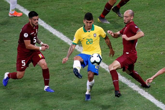 VAR hai phen can thiệp sốc, Brazil bất lực 100 phút trước Venezuela - Ảnh 3.