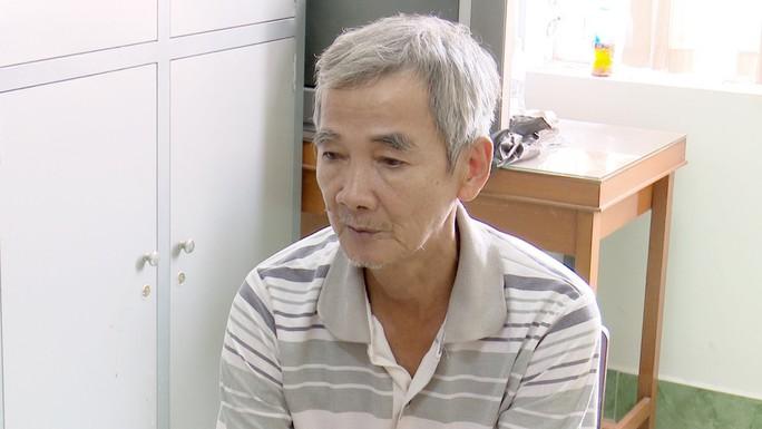 Gã đàn ông tóc bạc liên tục hiếp dâm bé gái 8 tuổi - Ảnh 1.