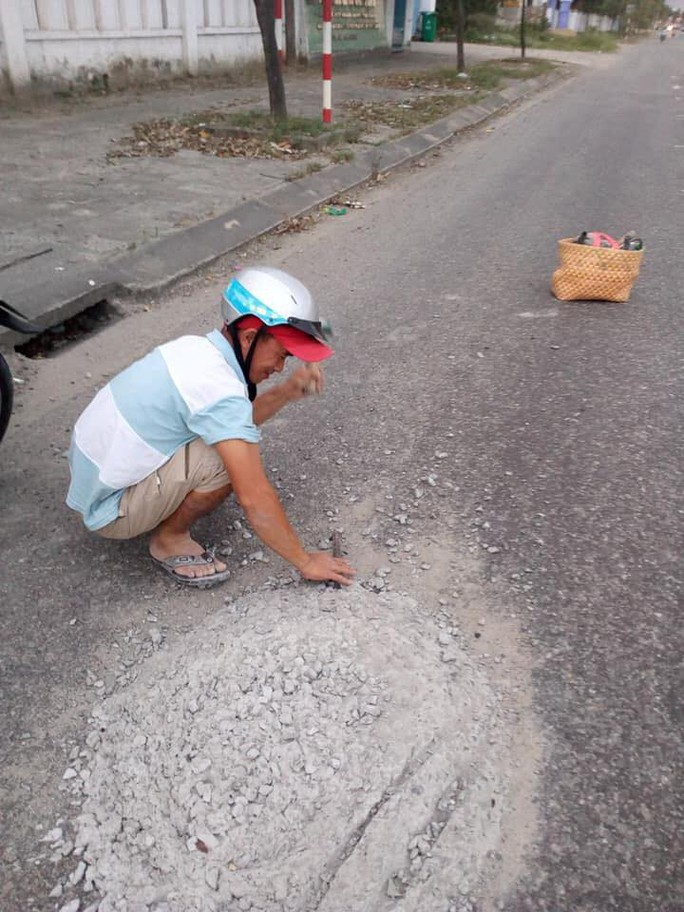 Anh thợ đá đục mảng bê tông trên Quốc lộ 1 được tặng Giấy khen - Ảnh 3.