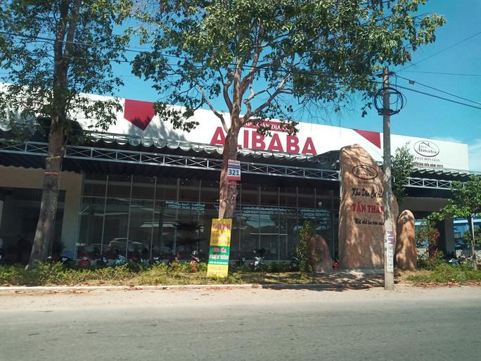Cưỡng chế thêm công trình phía trước có bảng đá ghi Khu dân cư Alibaba Tân Thành - Ảnh 2.