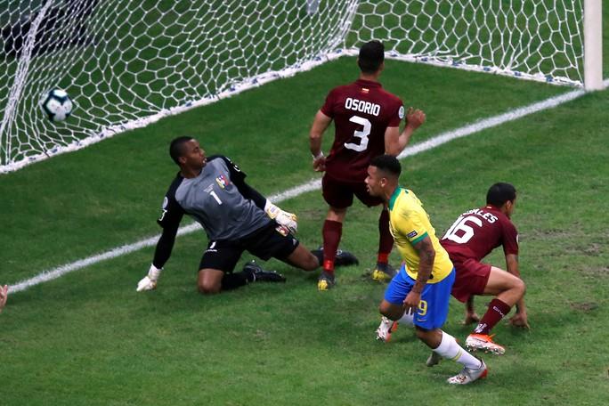 VAR hai phen can thiệp sốc, Brazil bất lực 100 phút trước Venezuela - Ảnh 5.